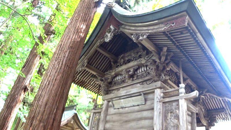 熊野神社本殿裏